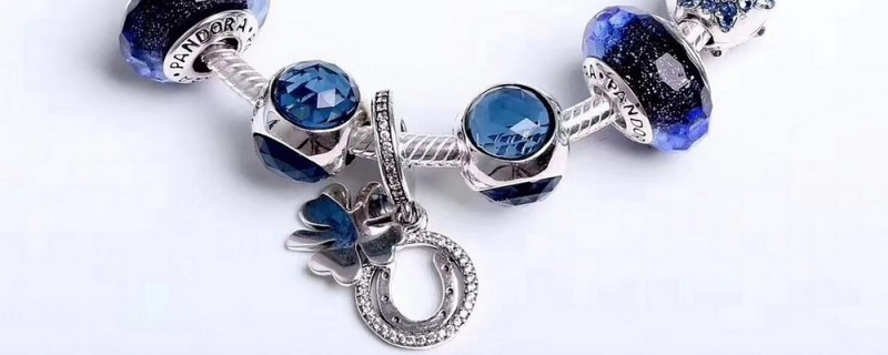 Jewelry of Different Materials and How to Choose Them